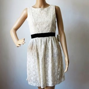 Forever 21 Ivory Lace Scoopneck Back S/P New